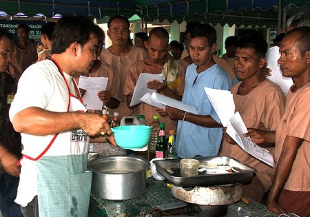 Inmates Learn How to Cook